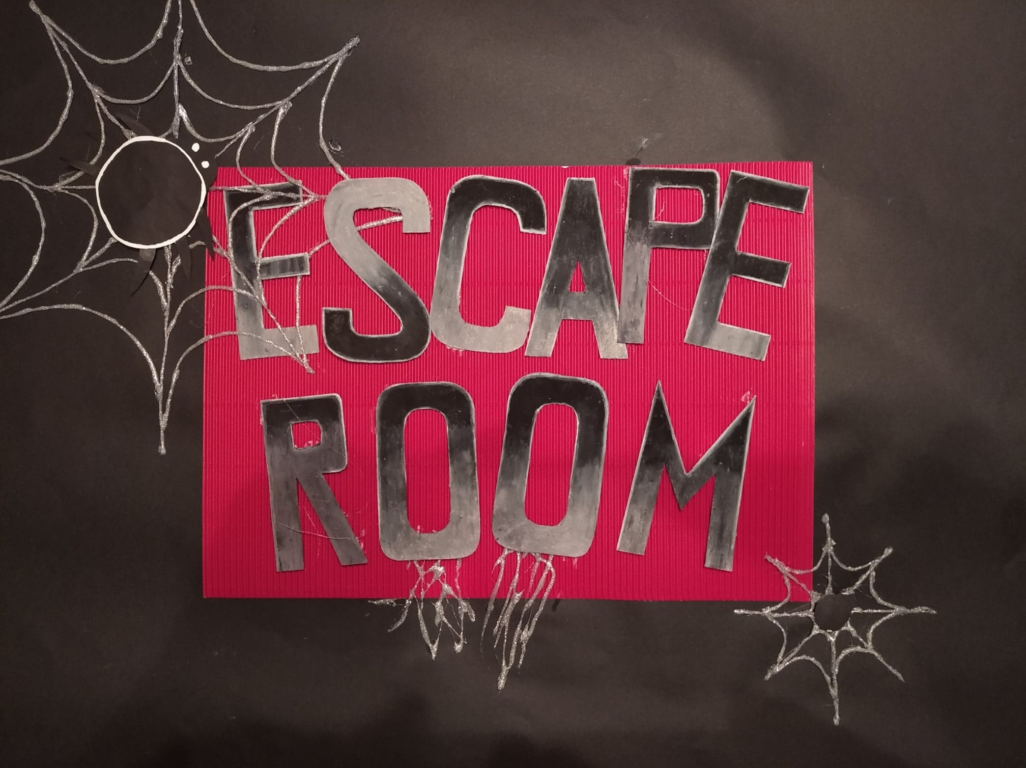 wejście do escape room'u - plakat.jpg