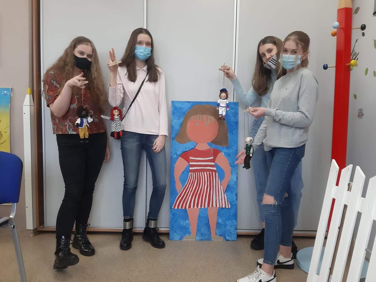 Maria Raczkowska, Pola Widzińska, Maja Szmyt, Lena Wielawska z kl. 8b.jpeg